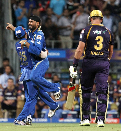 Harbhajan SIngh celebrates with Rohit Sharma after dismissing Jacques Kallis
