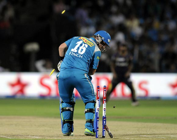 Aaron Finch is bowled by Jacques Kallis