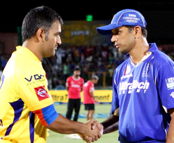 Mahendra Singh Dhoni (left) with Rahul Dravid at the toss