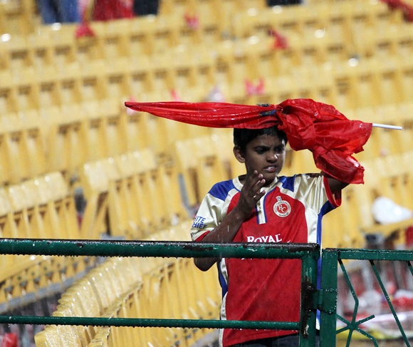 Fans frustrated as rain plays spoilsport in Bangalore