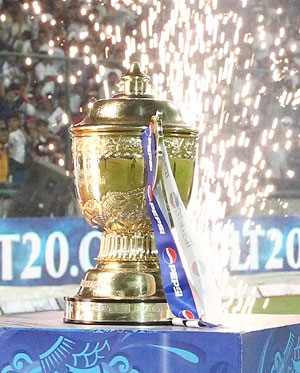 IPL 2013 trophy on display