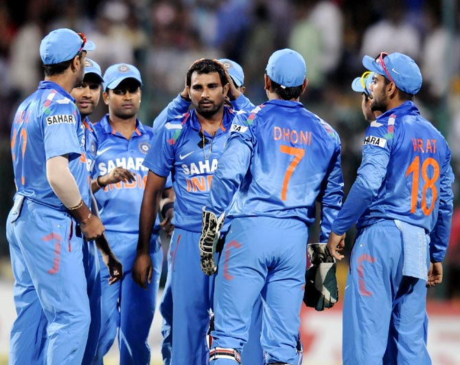 Mohammed Shami (centre) celebrates after getting the wicket of Aaron Finch