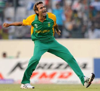 Steyn and Tahir inspire easy win for South Africa