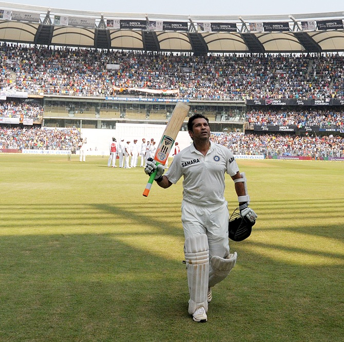 Sachin Tendulkar delights fans, congratulate the Master Blaster