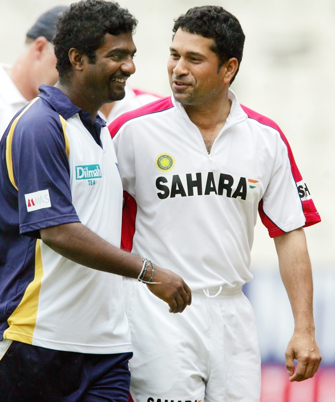 India's Sachin Tendulkar (right) and Sri Lanka's Muttiah Muralitharan interact