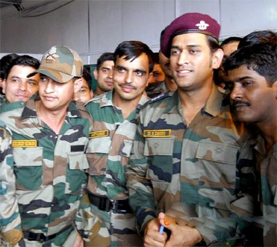 Dhoni to perform guard duties, patrolling in Kashmir