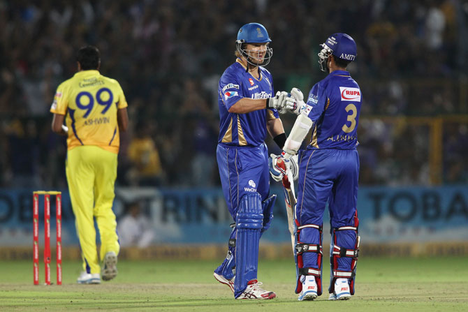 Shane Watson and Ajinkya Rahane of Rajasthan Royals celebrate a boundary