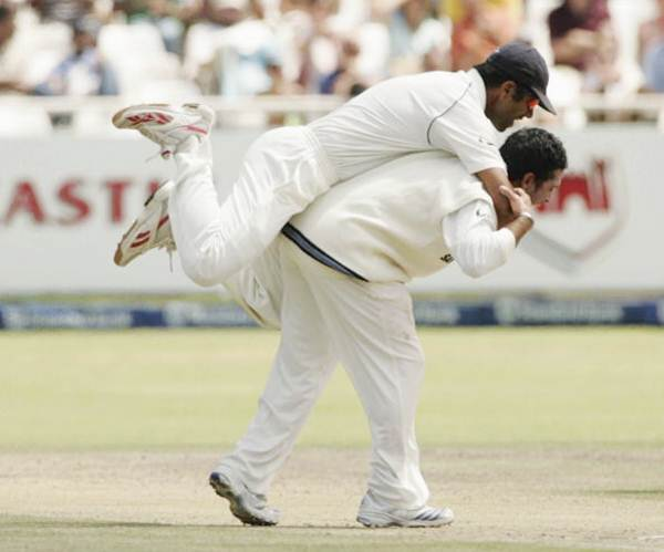 Rahul Dravid congratulates team mate Sachin Tendulkar on getting the wicket of Jacques Kallis during Day 3 of the third Test between South Africa and India at the Sahara Park Newlands Stadium on January 4, 2007 in Cape Town