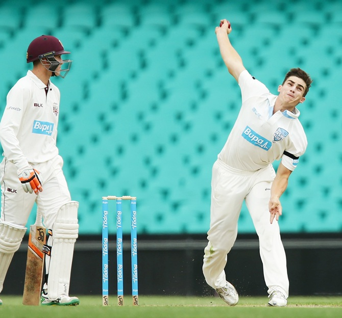 Sean Abbott of the Blues bowls during day one of the Sheffield Shield match between New South Wales and Queensland at Sydney Cricket Ground
