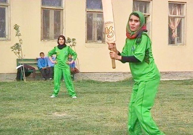 Women in Afghanistan play cricket