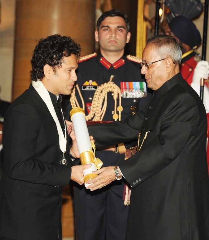 President Pranab Mukherjee presents the Bharat Ratna Award 2014 to Sachin Tendulkar at a Investiture ceremony in New Delhi on Tuesday