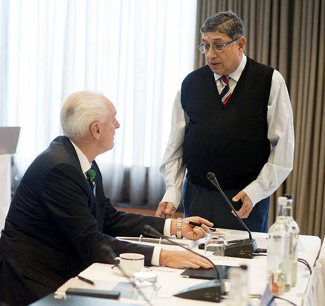BCCI President N Srinivasan, right, with Cricket Australia Chairman Wally Edwards.
