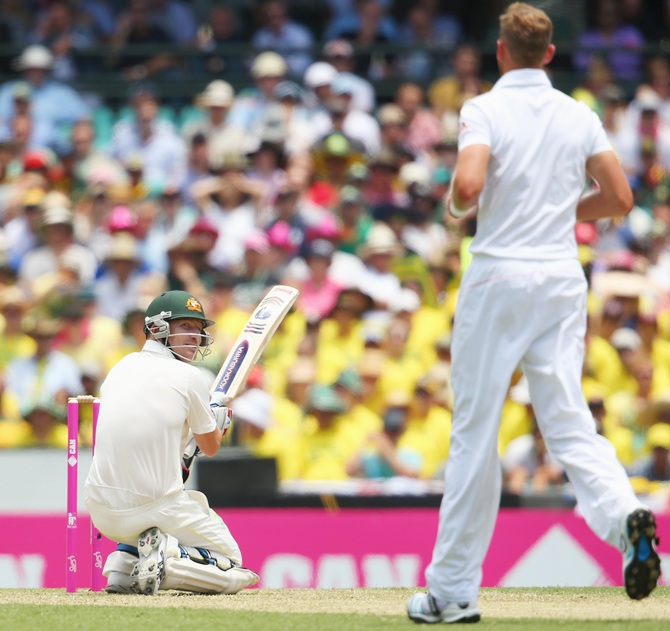 Brad Haddin looks back at Stuart Broad after evading a bouncer