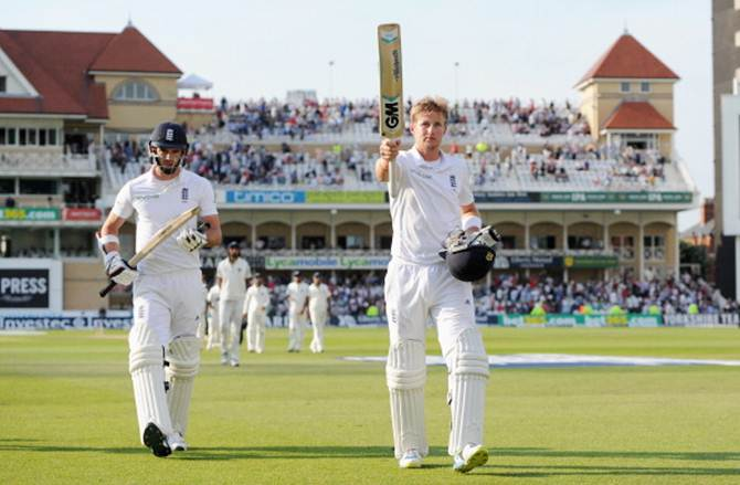 Joe Root (right) and James Anderson walk back to the pavilion at the end of the third day's play