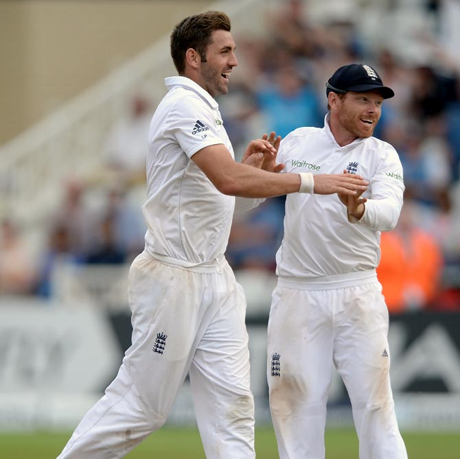 Liam Plunkett (left) of England celebrates with Ian Bell after dismissing Cheteshwar Pujara