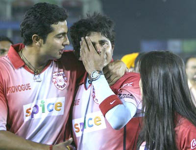 S Sreesanth is comforted by VRV after being slapped by Harbhajan Singh in 2008
