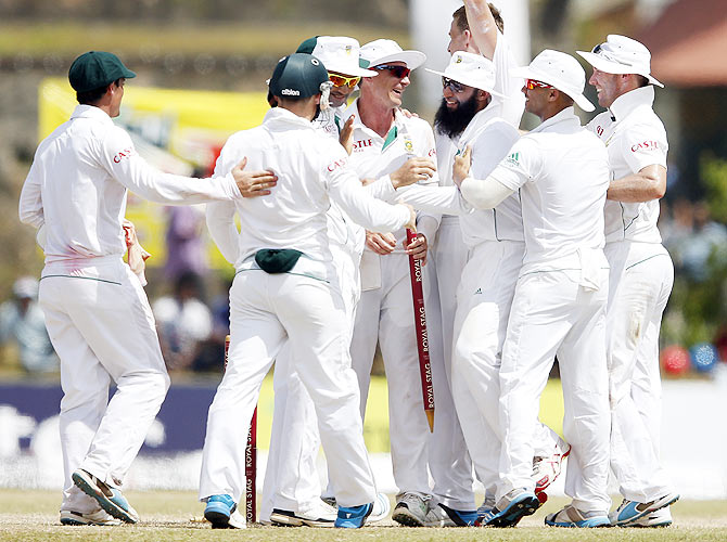 South Africa's Dale Steyn (centre), captain Hashim Amla (3rd from right), Alviro Petersen (3rd from left) and AB de Villiers (right) celebrate after winning their first Test match against Sri Lanka in Galle on Sunday