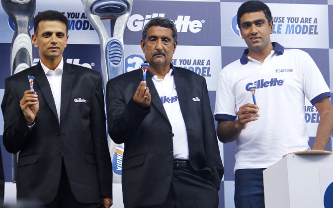 Rahul Dravid (left) with Ravichandran Ashwin (right) and his father, N Ravichandran