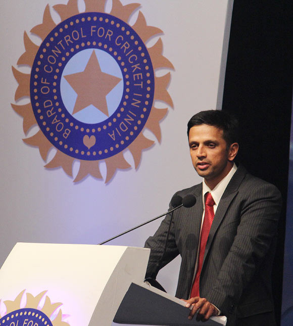 Dravid to mentor Indian batsmen on Dhoni's request