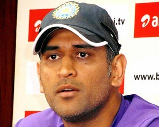 Dhoni slaps Rs 100 crore defamation suit on TV channels in IPL scandal