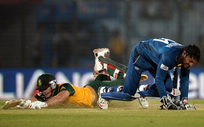 Sri Lanka wicketkeeper Kumar Sangakkara (right) runs out David Miller