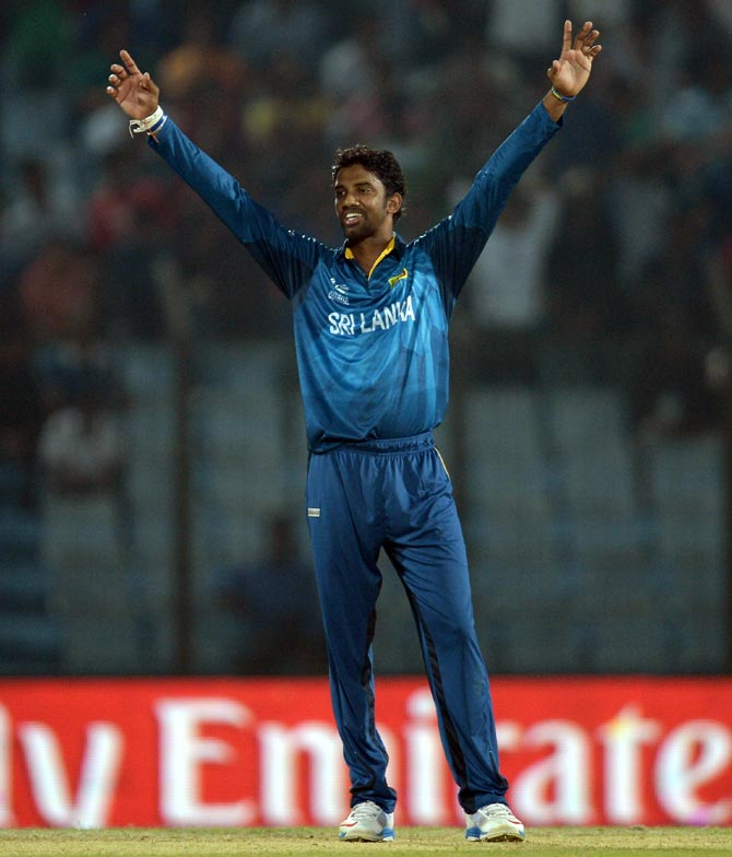 Sachithra Senanayake celebrates the wicket of JP Duminy