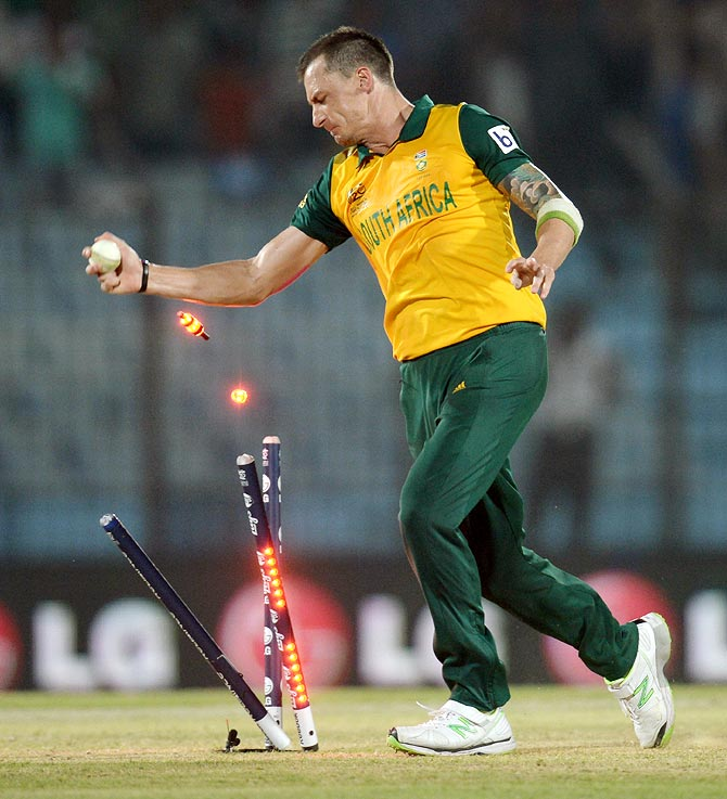 Dale Steyn runs out Ross Taylor to give South Africa victory