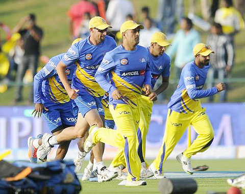 MS Dhoni trains with team