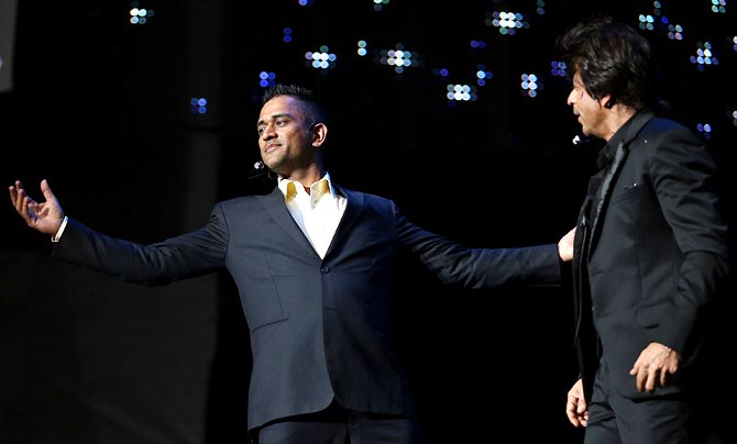Mahendra Singh Dhoni (left) with Shah Rukh Khan during the IPL Gala Dinner.