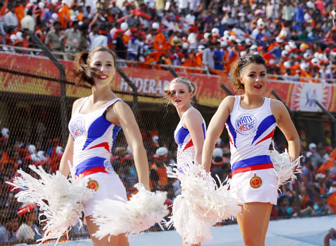 Royal Challengers Bangalore cheer girls