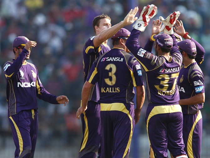 KKR players celebrate a wicket