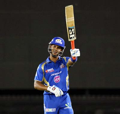 Simmons hits IPL-7's first ton to keep Mumbai's hopes alive