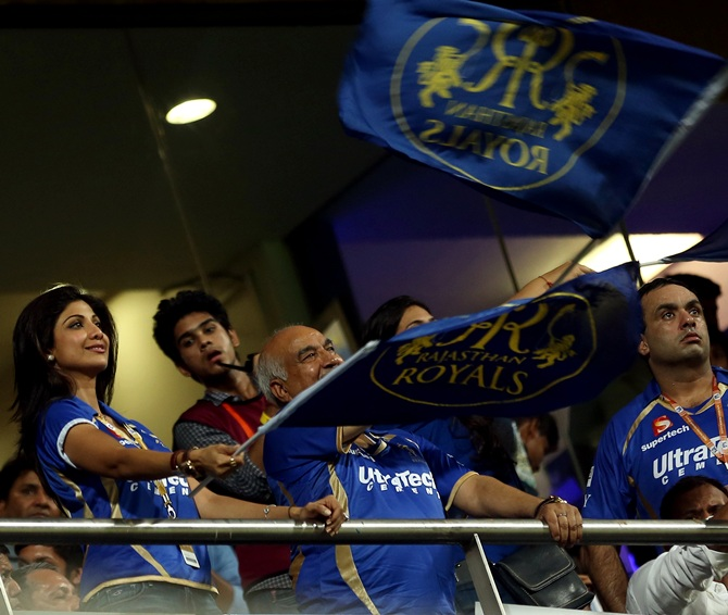 Shilpa Shetty with other Rajasthan Royals supporters