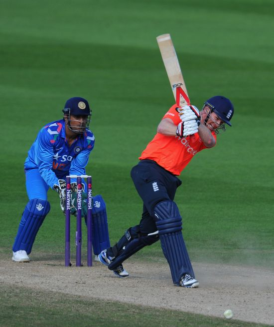 Morgan smashes England to thrilling T20 victory