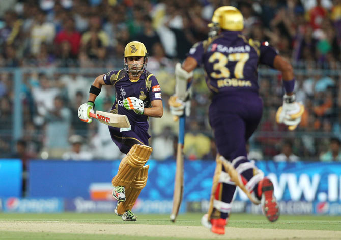 Kolkata Knight Riders' Gautam Gambhir and Robin Uthappa run between the wickets
