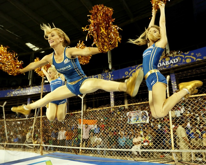 Mumbai Indians cheergirls