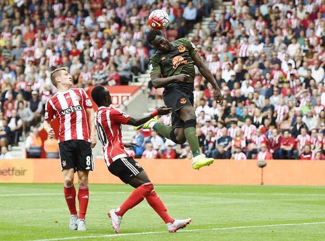 Everton's Romelu Lukaku heads to score the first goal against Southampton at St Mary's Stadium on Saturday, August 15