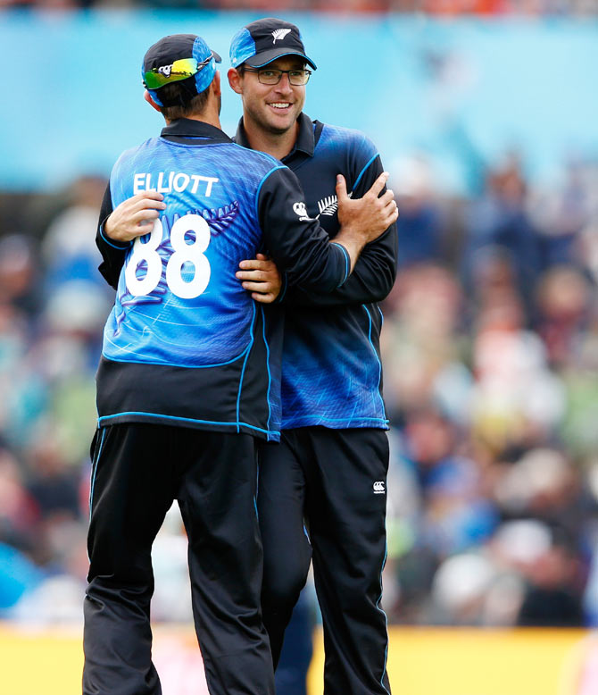 Daniel Vettori celebrates a wicket against Sri Lanka