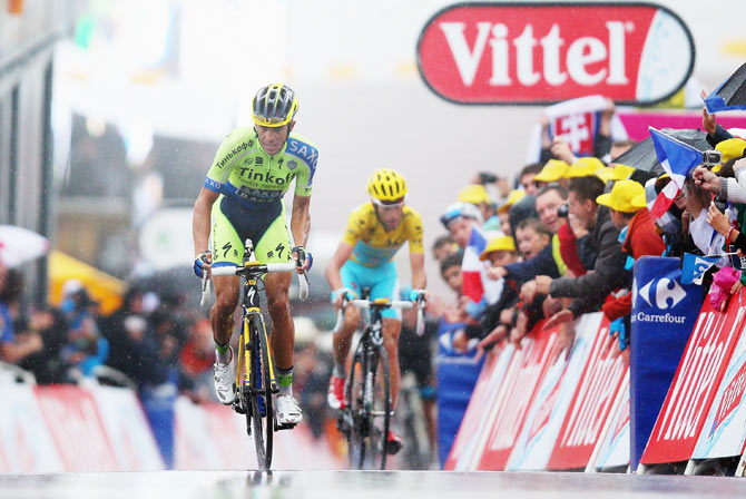 Spain and Tinkoff-Saxo's Alberto Contador (left) puts in a late attack to gain seconds on Italy and the Astana Pro Team's Vincenzo Nibali on stage eight of the 2014 Tour de France. Photograph: Bryn Lennon/Getty Images
