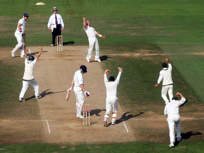 Shane Warne and the Australian players celebrates the wicket of Andrew Flintoff (on strike) during the third Test match at the Oval, on September 12, 2005