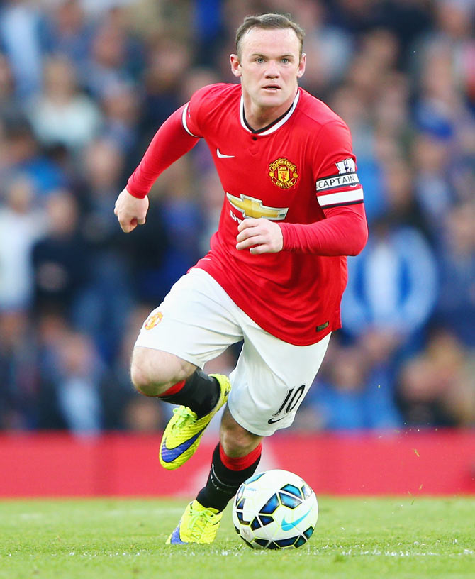Striker Rooney targets Bobby Charlton's scoring record