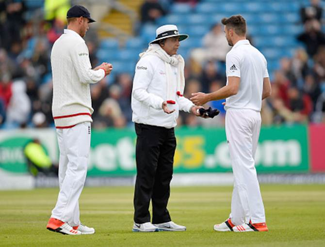 ICC guidelines: Players can't give cap to umpire