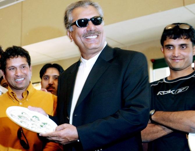 Pakistan legend Abbas' shocking claims about COVID-19
