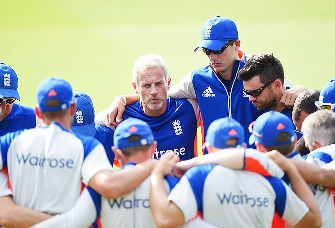 England coach Peter Moores talks to the players
