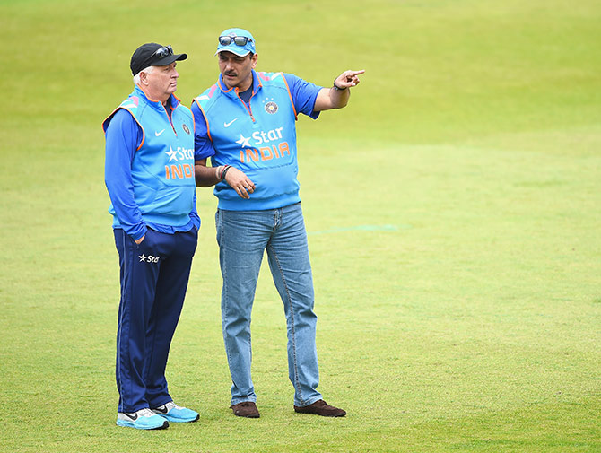 Duncan Fletcher of India talks with Ravi Shastri during net practice