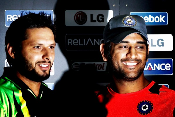 Pakistan cricketers salute 'class player' Dhoni
