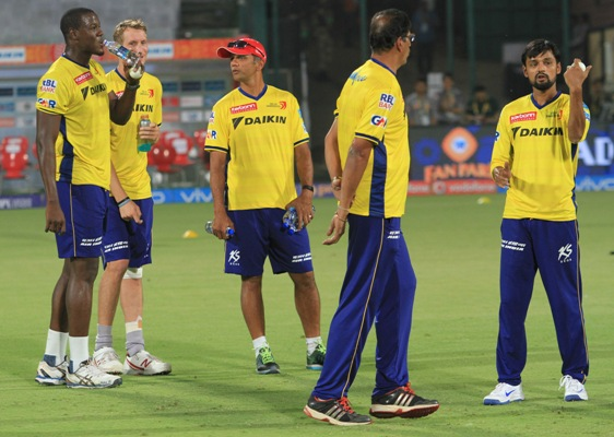 Rahul Dravid, the mentor of Delhi Daredevils, with team players during a training session