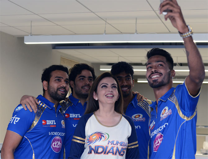 Hardik Patel takes a selfie with Mumbai Indians owners Nita and Anant Ambani, and teammates Rohit Sharma and Jasprit Bumrah.