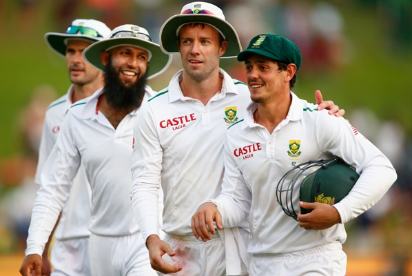 AB de Villiers of South Africa with teammates Hashim Amla and Quinton de Kock during the 4th Test in Centurion