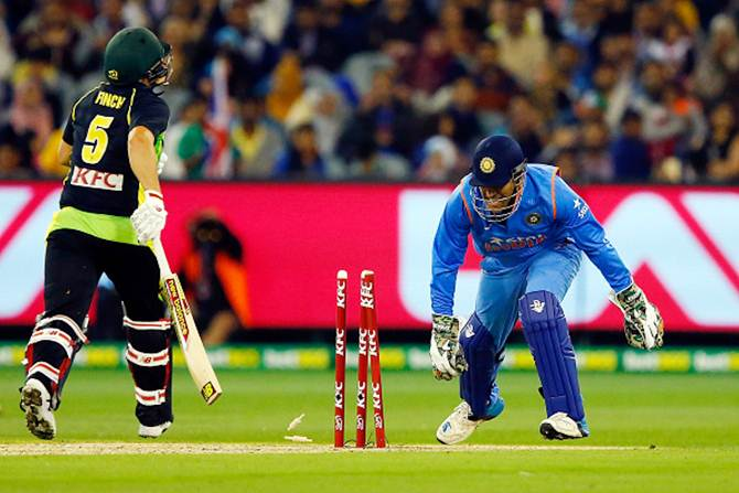 Aaron Finch is run out by Mahendra Singh Dhoni
